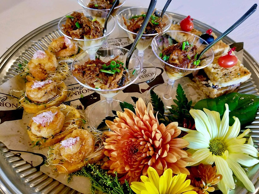 "Hors d""oeuvres and Maryland Crab Cakes"